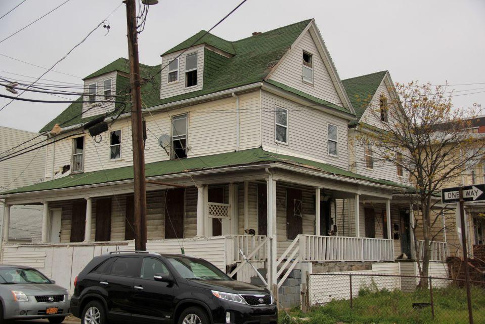 IMG_5120 House with broken windows Rockaway