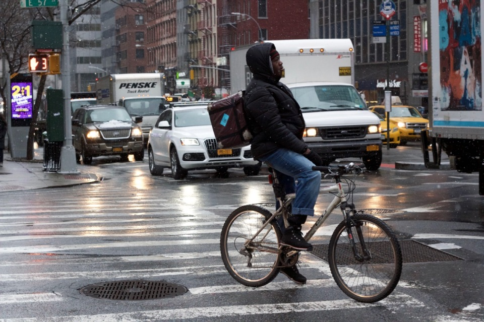 cyclist-city-traffic_patti_fogarty